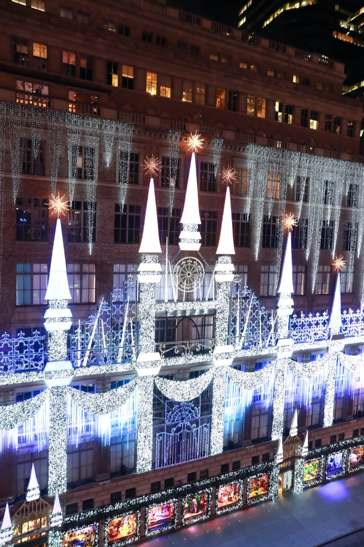 Saks Fifth Avenue facade
